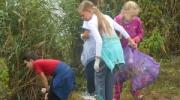 Как пятиклассники у Лебяжьего озера чистоту наводили