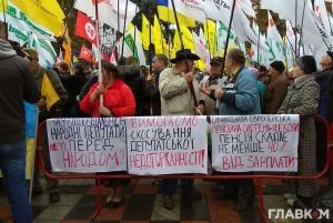В Кремле заявили, что наблюдают за протестами в Киеве