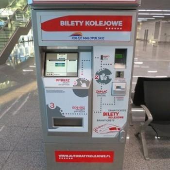 """""""Укрзализныця"""" будет вводить бесконтактную систему оплаты проезда в поездах"""