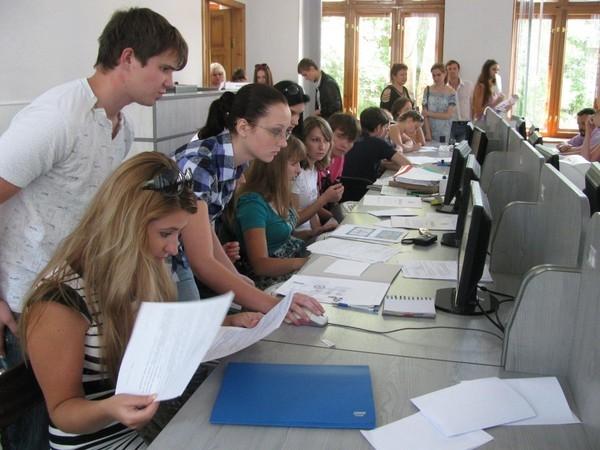 МОН разрешило учреждениям профобразования на месяц продлить вступительную кампанию