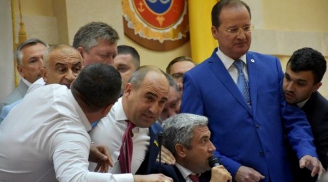 Депутаты не договорились о новом главе облсовета, после чего Урбанский решил остаться