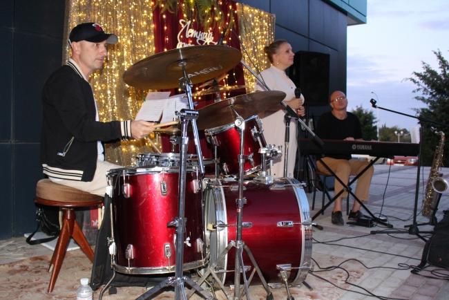 """Летний джаз"" на морвокзале - яркие аккорды уходящего сезона отпусков"
