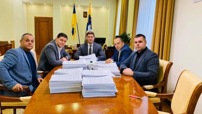 Губернатор передаст Президенту Украины десять тысяч писем жителей Килийской ОТГ с просьбой отремонтировать дорогу