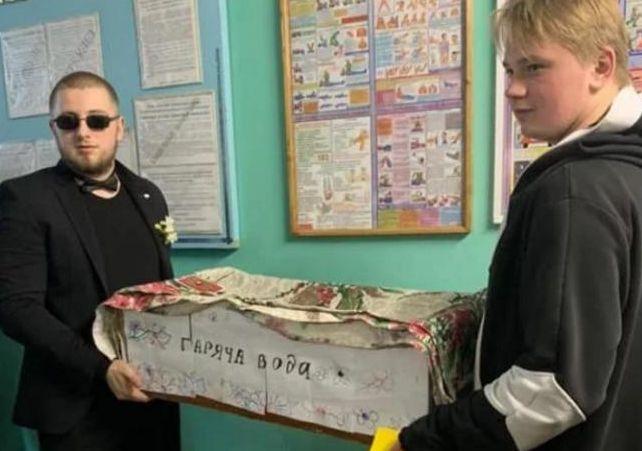 Студенты устроили похороны горячей воде в Одессе
