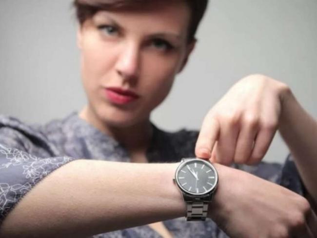 Коронавирус вынуждает власти ввести комендантский час в трех областях