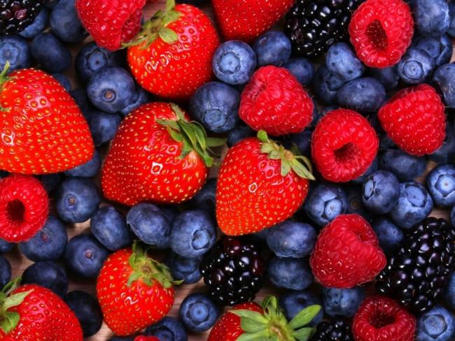 Ягоды и фрукты на украинском рынке подорожали до максимума