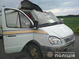 """В Полтавской области неизвестные взорвали автомобиль """"Укрпошты"""" и похитили 2,5 миллиона"""
