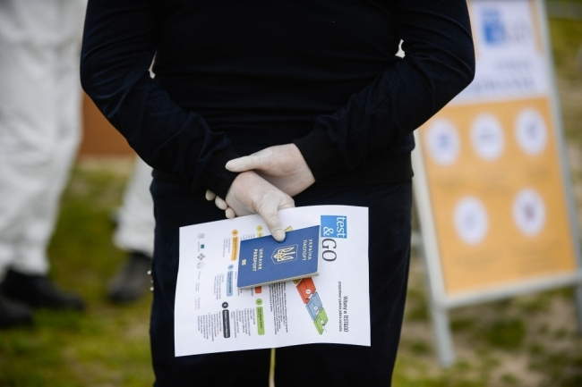 Кабмин определился, когда украинцы окончательно откажутся от паспорта-книжечки