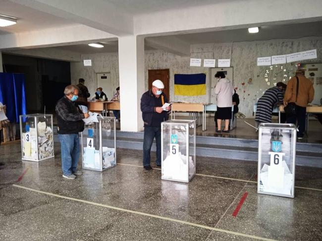 Как проходят местные выборы в Измаиле: низкая явка, всеукраинский опрос от Президента и точечные инциденты
