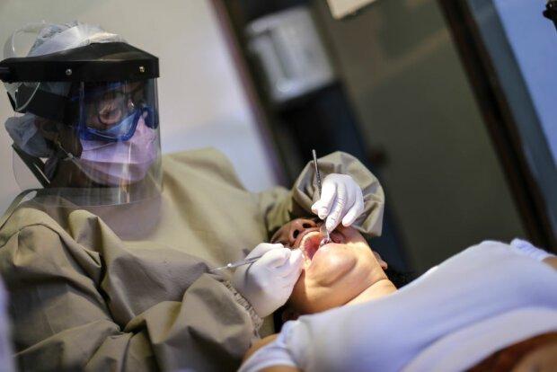 Украинцам подсказали, как вернуть деньги за некачественные услуги стоматолога