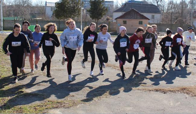 Легкоатлетический сезон открыл чемпионат города по бегу на 1 и 3 километра