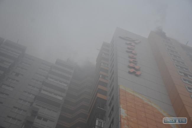 В Одессе горит 25-этажный жилой дом