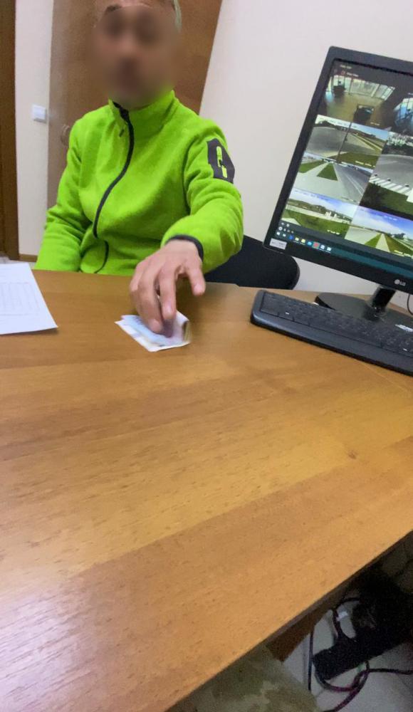 Іноземець за неправомірну вигоду спробував в'їхати до України без ПЛР-тесту