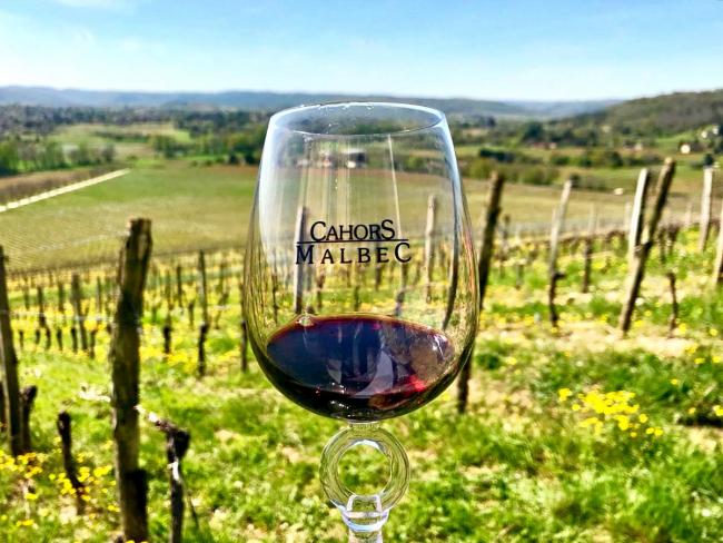 Почему на Пасху принято пить Кагор и как правильно выбрать это вино?