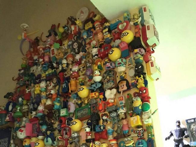 Филиппинец почти 50 лет собирает игрушки из фаст-фуда: их уже 20 тысяч