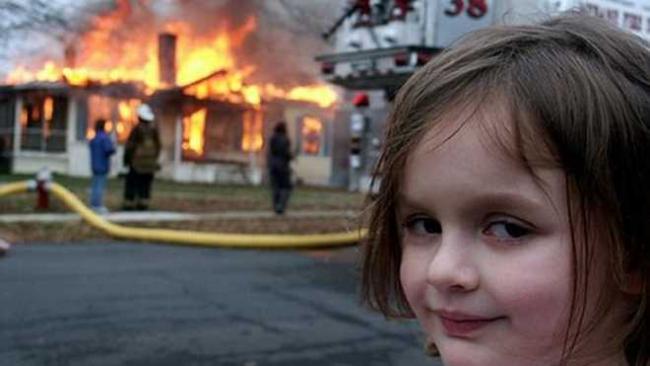 """""""Девочка-катастрофа"""" заработала около полумиллиона долларов на продаже NFT своего мема"""