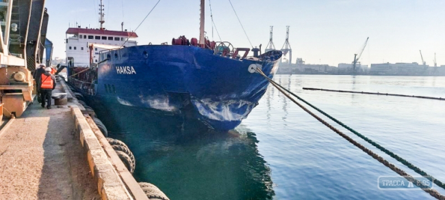 Судно протаранило причал в порту Черноморска